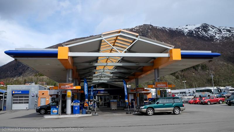 Statoil Fagernes, antatt kort tid før stasjonen skifter både utseende og navn. 13. mai 2016.