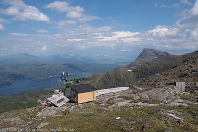 Øvre skitrekk på Fagernestoppen 1000 moh. Bak til høyre Tøttatoppen.