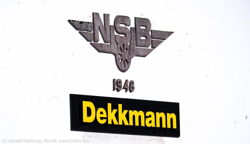 Detalj på veggen av NSBs tidligere jernbaneverksted.