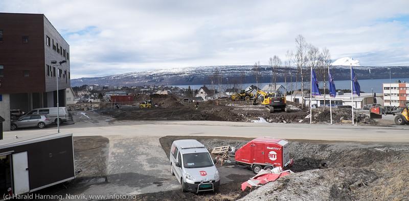"""Området nedenfor Rema på gamle """"vannbasseng-tomta"""" skal nå bygges ut med leilighetskompleks. 15. april 2016."""