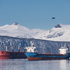 Malmskip og båter på Narvik havn. Foto fra moloen på Ankenes 14. mars 2018.