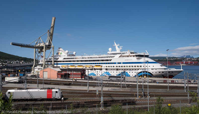 Cruisebåt ved Fagernesterminalen