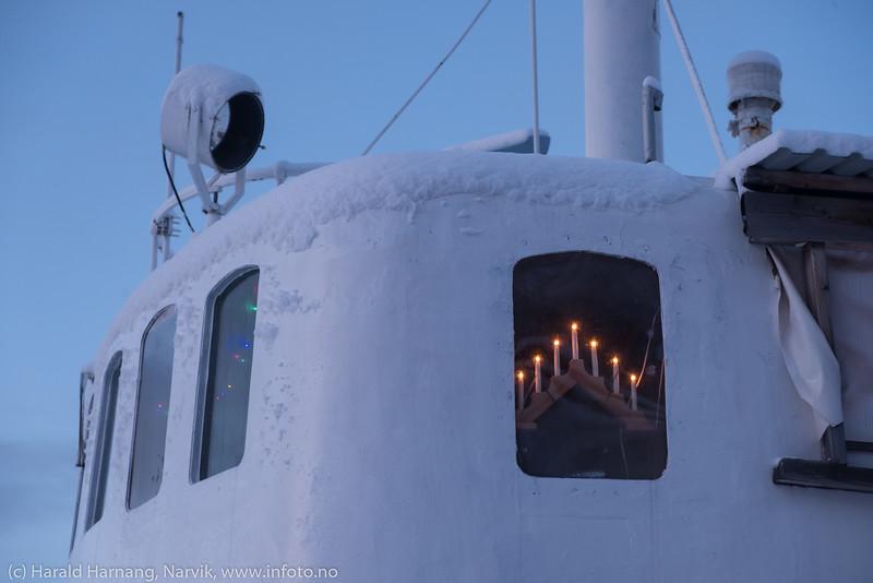 MS Skogøy som ligger ved Pir 2 og er under restaurering er (selvsagt) også julepyntet.  Foto 8. desember 2019.