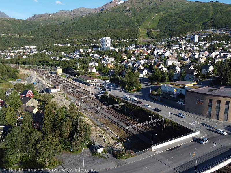 E6 og jernbanestasjon, 7. august 2020.