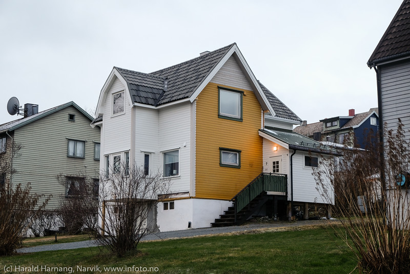 Flott fargekombinasjon, eller ble dt fritt for hvitmaling? Hus er spennende, og her er fangsten etter en liten tur på Frydenlund den 19. november 2020.