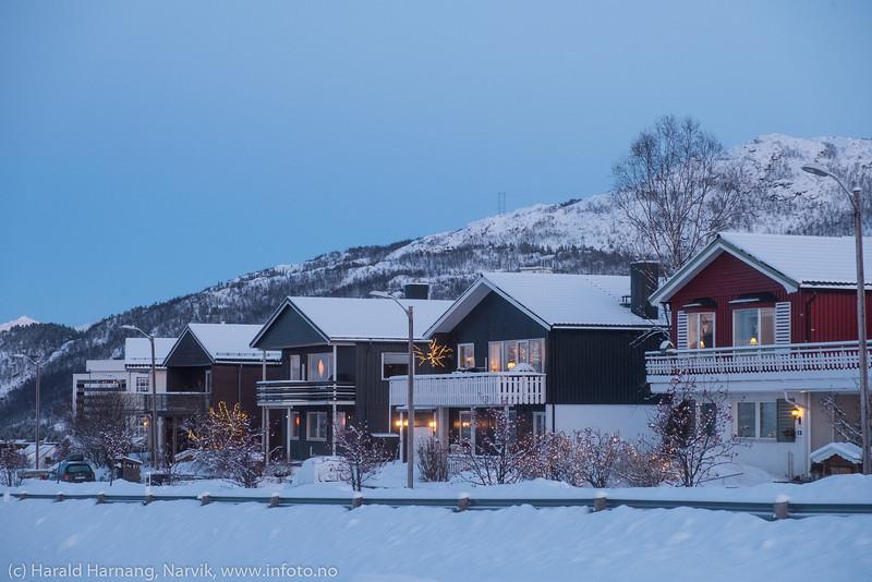 Julepyntede hus i Granittveien. Foto 8. desember 2019.