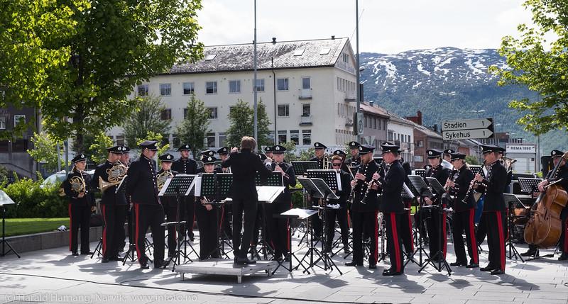 HV og Hærens musikkorps på Narvik torg