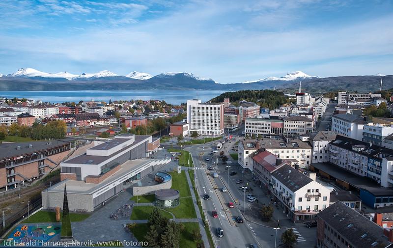 Narvik sentrum med Det fjerde hjørne til venstre