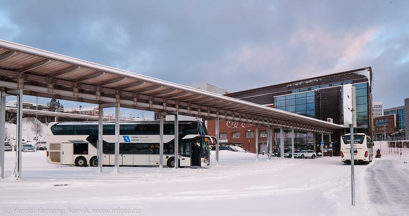 Buss med to etasjer