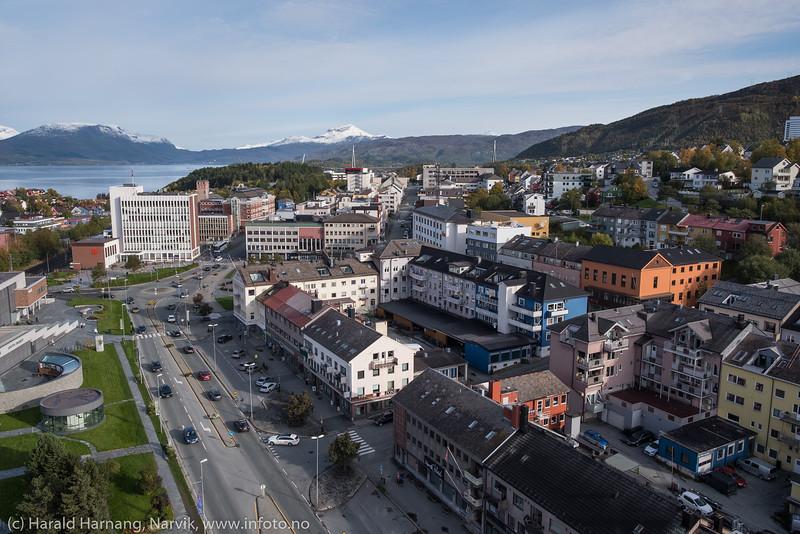 Narvik sentrum med deler av Oscarsborg.