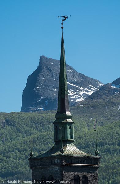 Kirketårn og Tøttatoppen