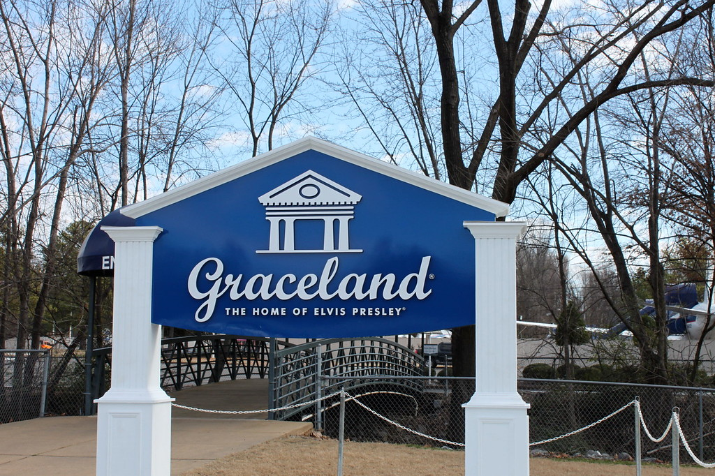 Graceland entrance sign