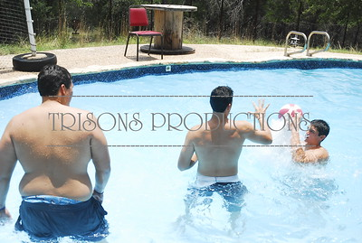 Brad-Nolan-Mason and Geoff hoops in pool 07-03-12