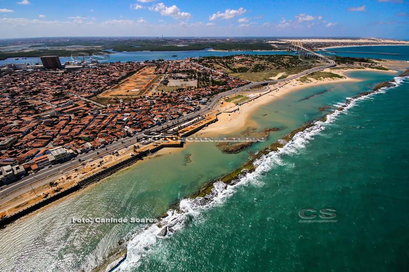Praia do Meio e bairro de Santos Reis
