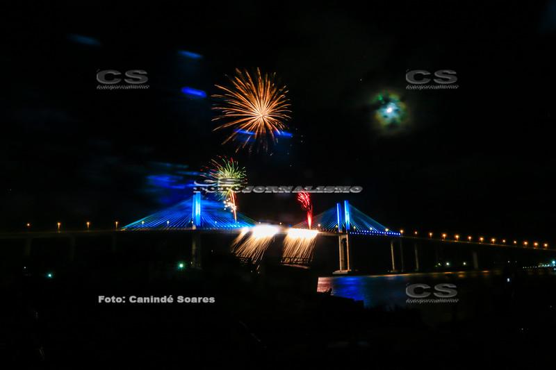 Queima de fogos na Ponte Newton Navarro