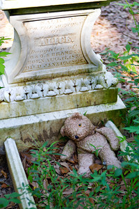small graveyard near mile marker 10. Gravesite of 6 year old Alice Brandon who died in 1862.