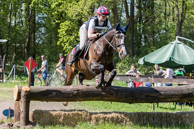 ID13734Rider: Lisette Kleine SchaarsNationality: The NetherlandsHorse: Keizers BingoedwiesFather: MariusEvent: SGW Noord LimburgDiscipline: Cross CountryClass: L paardenLocation: CastenrayCountry: The NetherlandsDate: 8 May 2016