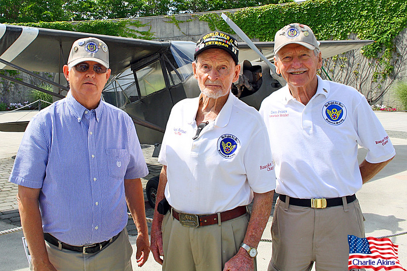 The veteran in the middle was a pilot during WWII.