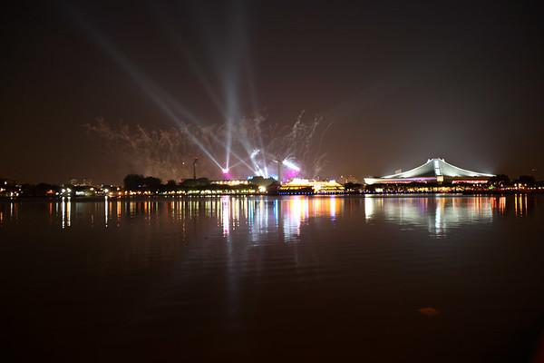 Fireworks and pretty lights. Bkcshww-bkrkrkrr!