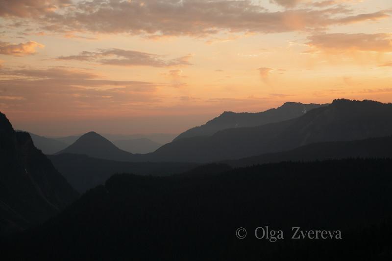 <p>Sunset, Mount Rainier National Park, USA</p>