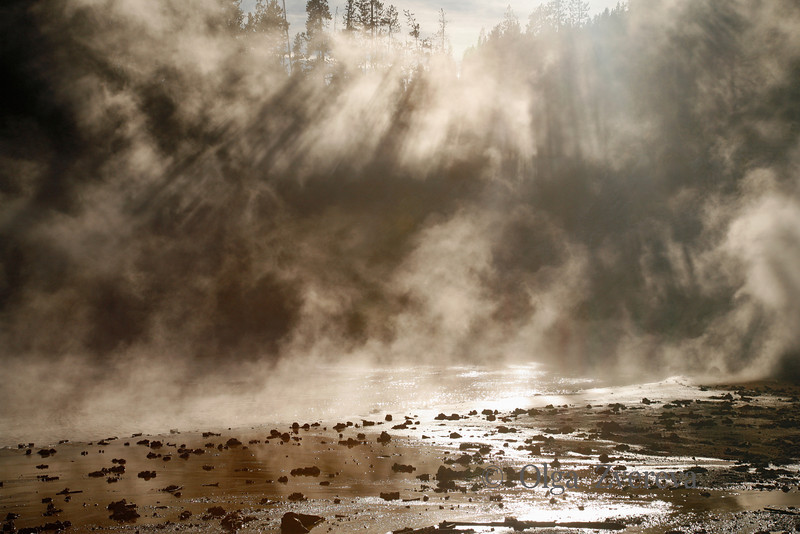 <p>Sun rays over thermal pool, Yellowstone National Park, USA</p>