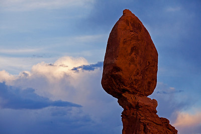 Balance Rock Sunset Arches NP UT_1327