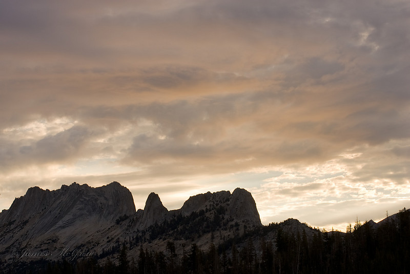 Early Morning Clouds over the Matthes Crest; from Sunrise HSC. Copyright © 2008 James McGrew.