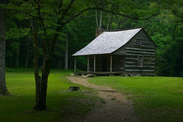 Carter Shields Cabin in Cades Cove, Great Smoky Mountains National Park, Tennessee.