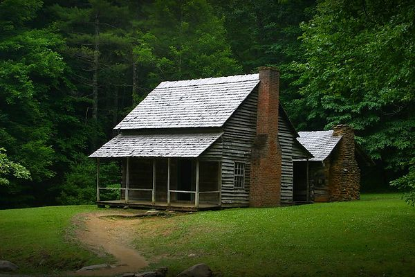 Henry Wentworth Cabin in Cades Cove, Great Smoky Mountains National Park, Tennessee.