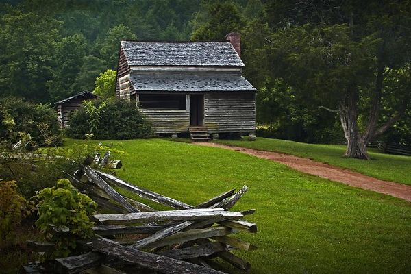 Dan Lawson Cabin in Cades Cove, Great Smoky Mountains National Park, Tennessee.