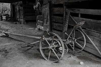 Planter, Barn at Cable Mill Area   Camera: Nikon D3s, 24-85mm f2.8 lens, Moose Peterson Circular polarizing + warming filter, Gitzo tripod al Exposure Mode, Manual Focus