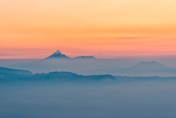 Mount Thielsen Smokey Sunrise - Crater Lake
