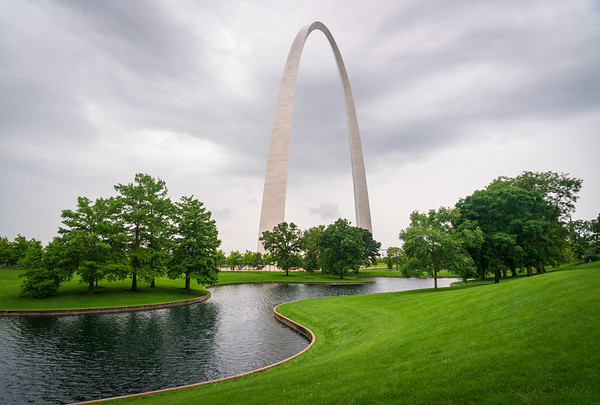 River and Gateway Arch National Park