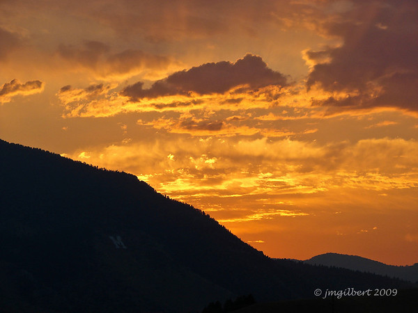 Sunrise in Bozeman, MT. Sony DSC-H2; SV-1/125, AV-f/5.6, ISO-80, FL-30.5