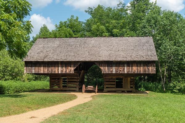 Double-pen Corn Crib & Cantilever Barn