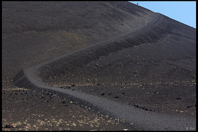 Trail towards the top of Cinder Cone