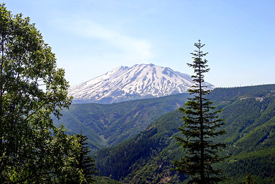Stereotypical Mount St. Helens postcard photo