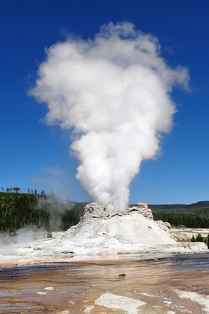 Castle Geyser's 40 minute steam phase of the eruption
