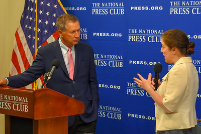 Gov. John Kasich of Ohio, left, answering question from National Press Club president Andrea Edney.