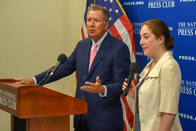 Gov. John Kasich of Ohio, left, answering question from audience member
