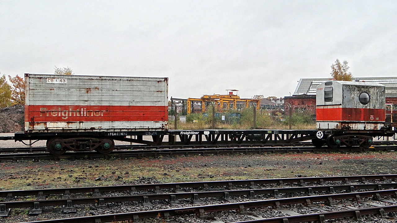 BR 601652 Bogie Container Flat Carries 99Z04 Caboose 22,10,2012
