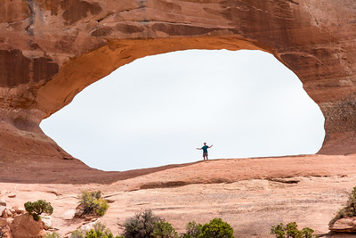 Wilson Arch, on the way to Moab. Utah.