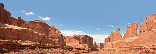 Park Avenue an Courthouse Towers, Arches National Park. Utah.