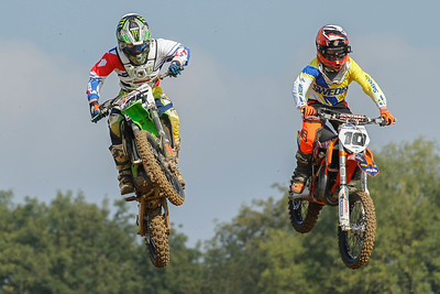 Emil Jönrup and Lewis Hall fight for 2nd but then Hall crashes