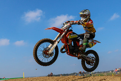 Geerts on his 125cc battles his way to an impressive 8th place