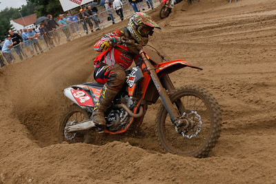 With 8 and 9, Dean Van Clapdorp is 2nd in the MX2