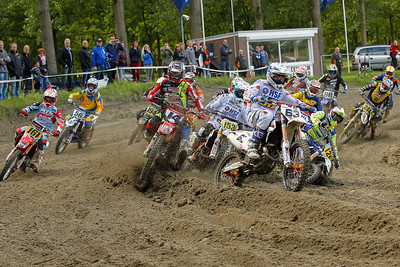 Klein-Kromhof takes holeshot, Nick Leerkens goes and Klaas Hofstede go down