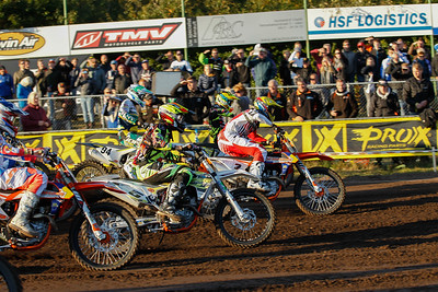 Dewulf takes the holeshot