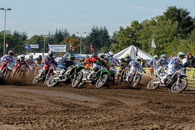 Kullas drops it down and takes the holeshot