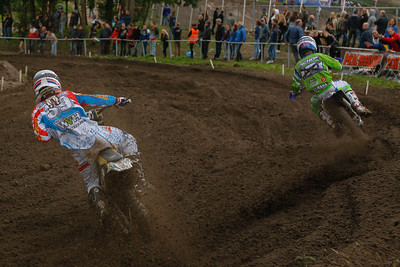 Van de Moosdijk fighting with Pichon